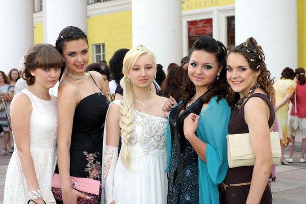 прически на выпускной 2012 фото с длинными волосами
