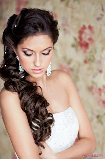 1375878682_27-svadebnye-pricheski-na-dlinnye-volosy-foto