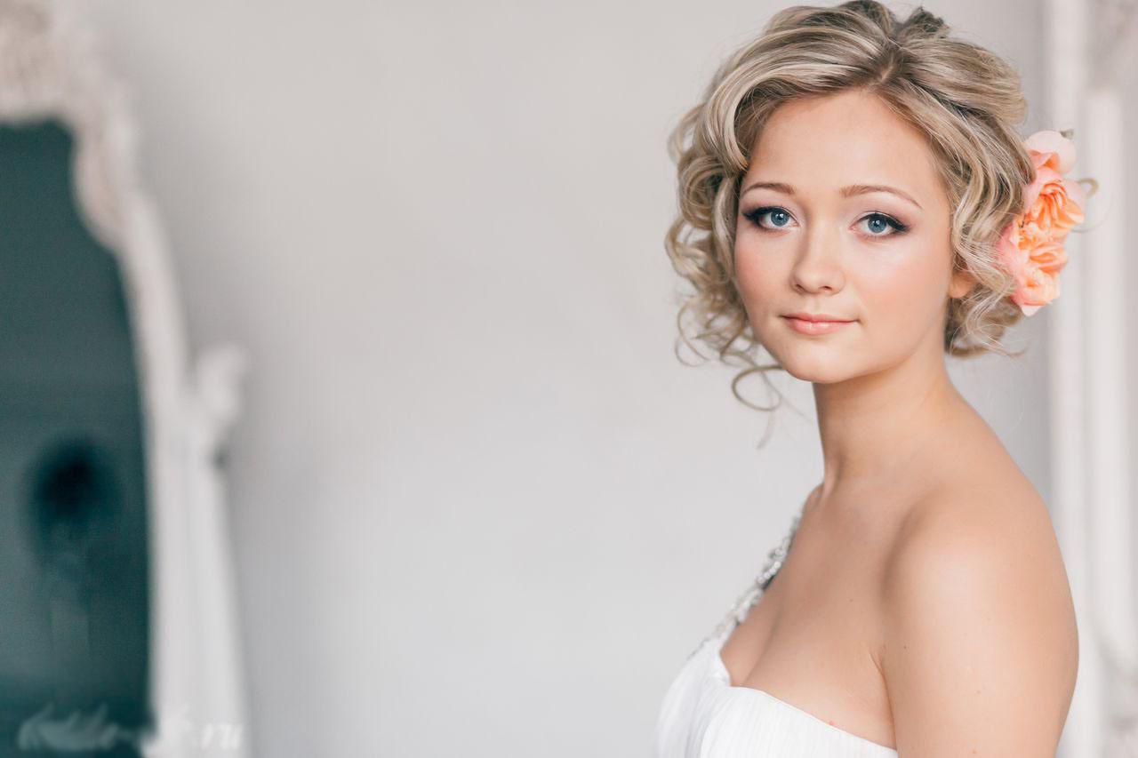 Прически на свадьбу на короткие волосы фото