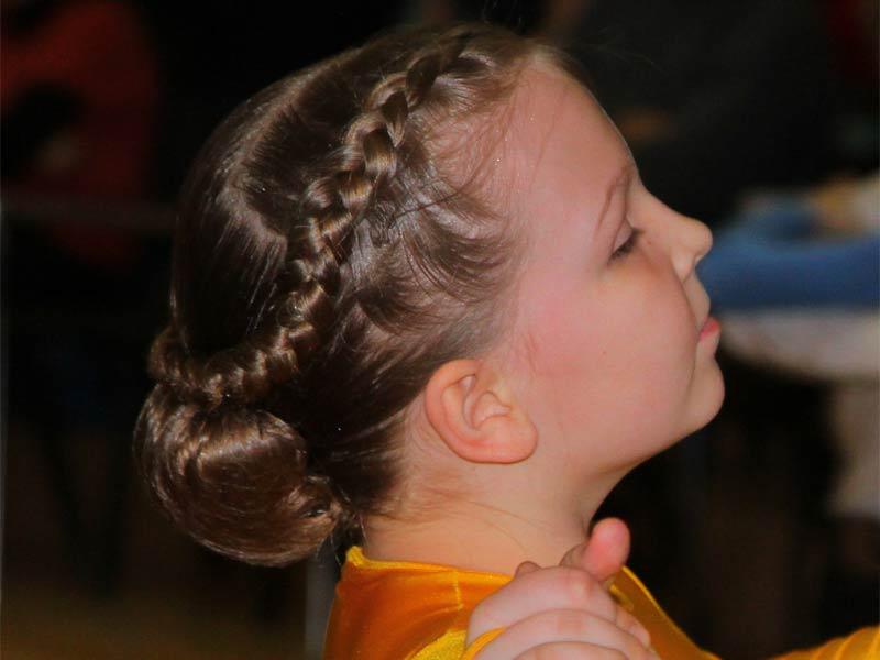 Прически для конкурса бальных танцев для девочек