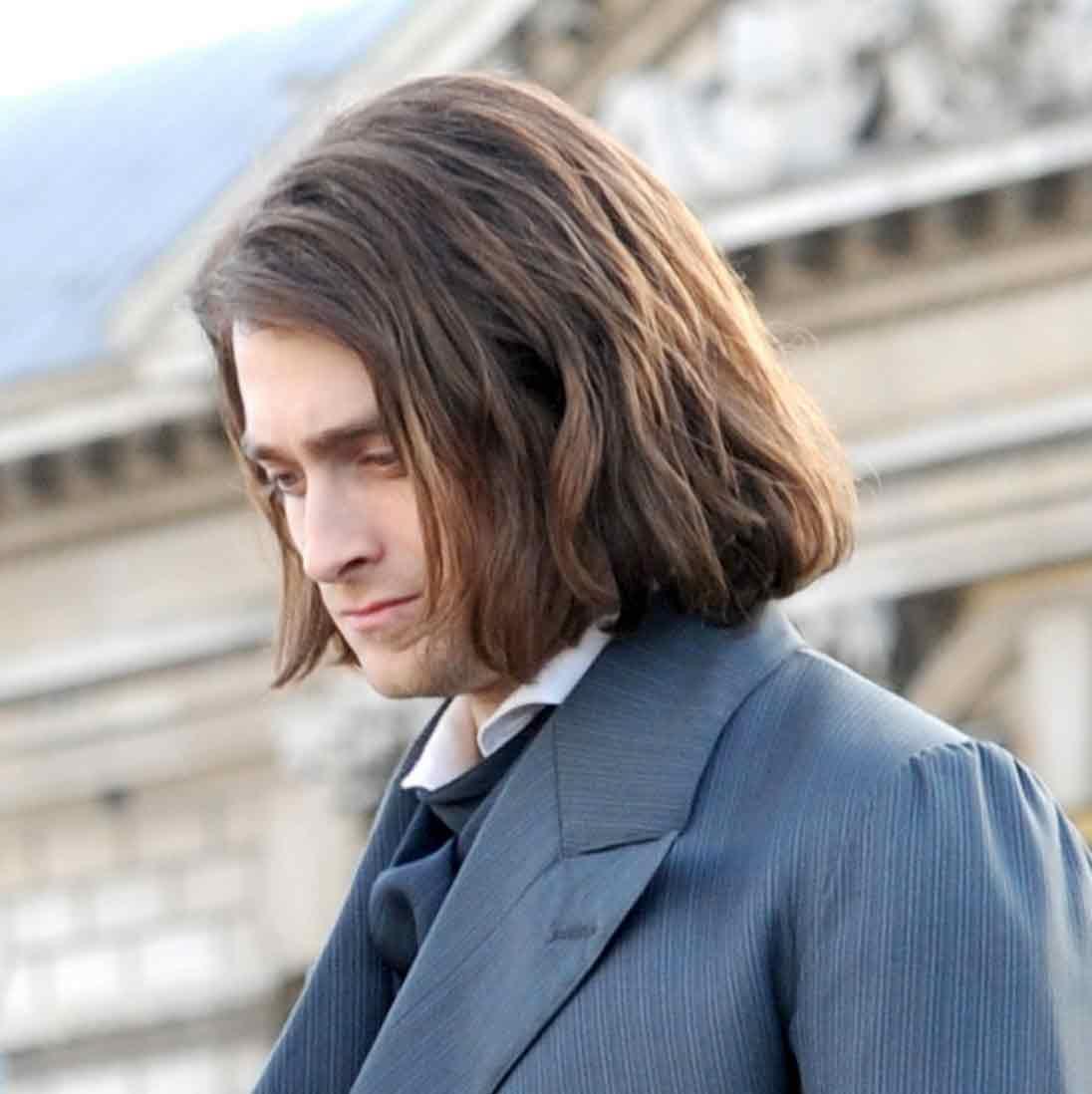 мужчины с длинными волосами белыми