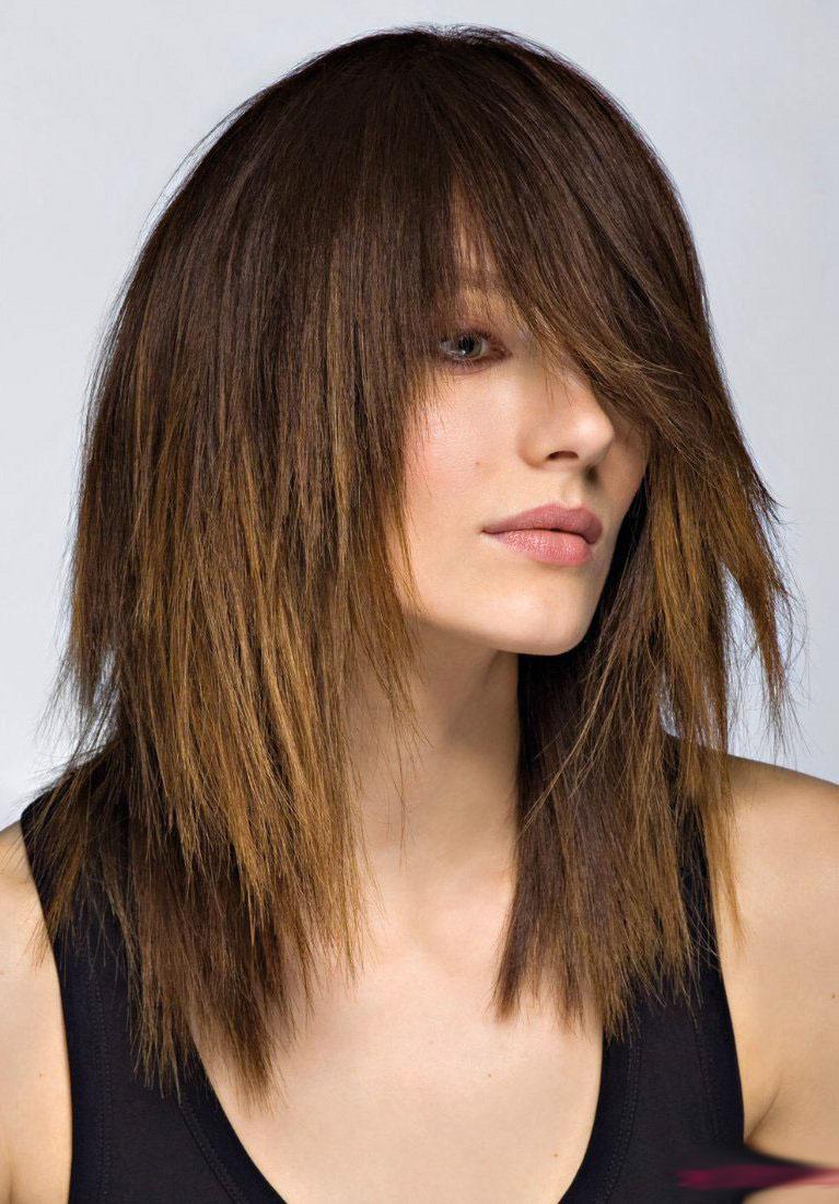 причёски на каскадную стрижку фото